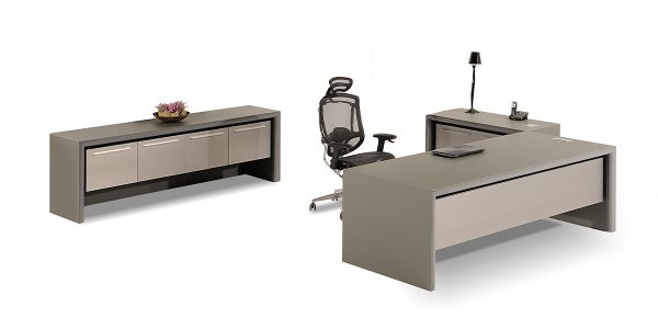 Zagros executive desk offers a drawer and a cupboard with soft-closing rails for storing personal items. The option of adding a safety box in one of the drawers is available.