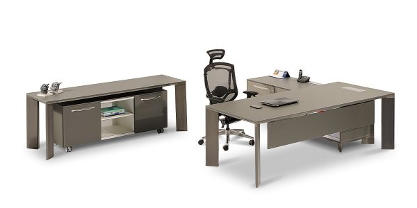 """Lavan Beta executive desk offers three soft-closing drawers and the option of converting one of them into a safety box. It also offers an ample storage space in the """"L"""" section to store items such as bags and an option of adding a trash can. In addition, Lavan Beta executive desk is equipped with an electric hub with features including power outlet, network, microphone, USB and VGA socket."""